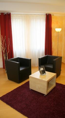 Praxisraum mit Sessel
