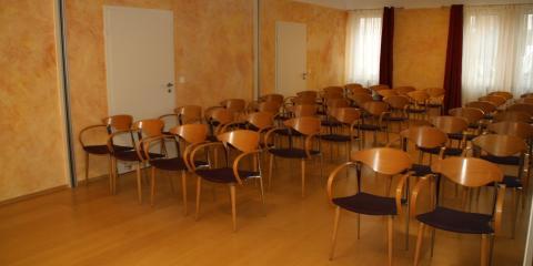 Der grosse Seminarraum bestuhlt
